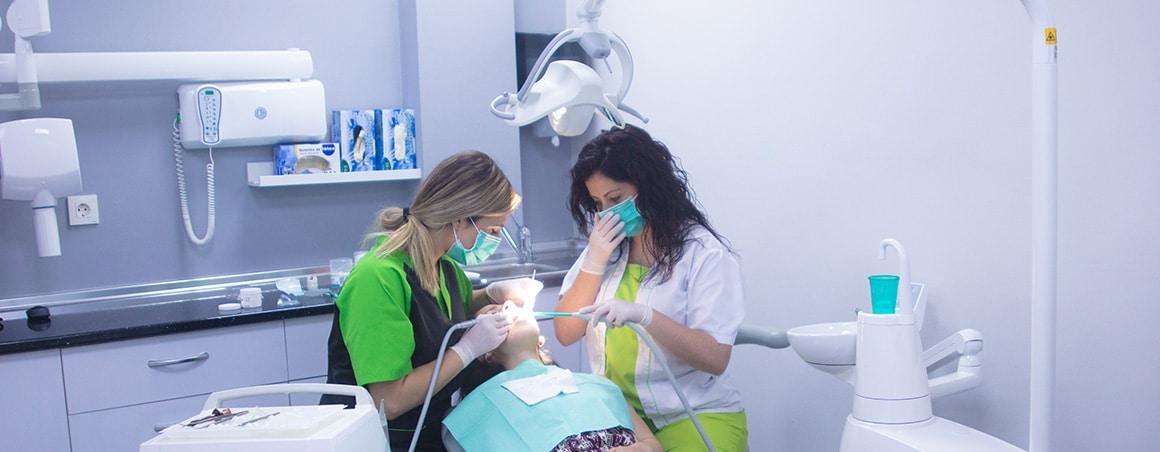 Para empezar, limpieza dental…