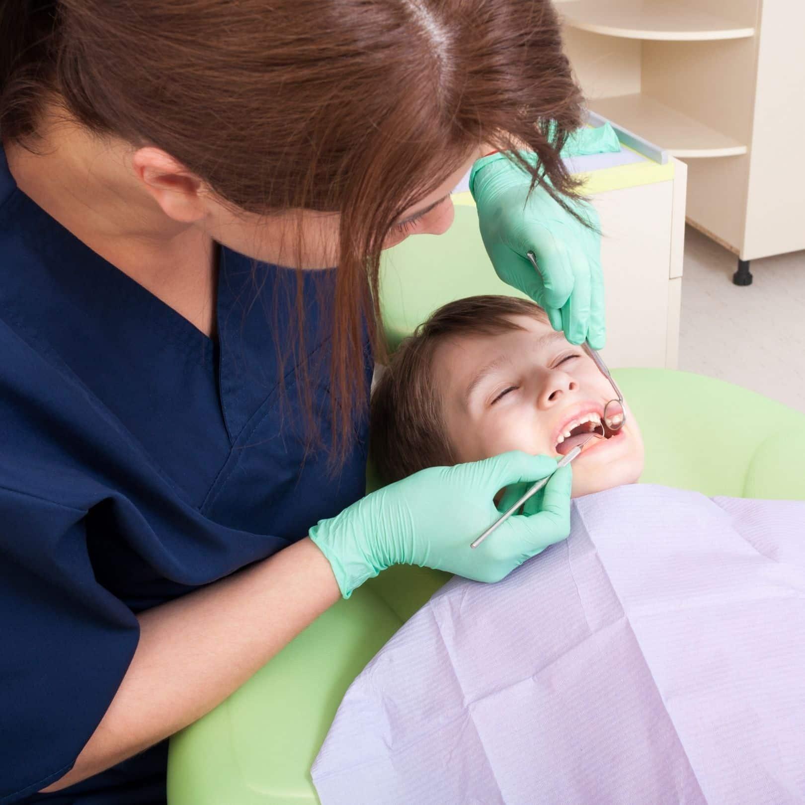 ¿Cuándo debe realizarse la primera visita al odontólogo?
